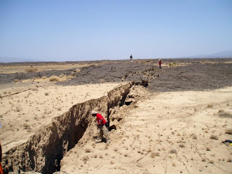 Im Afar-Rift im Norden Äthiopiens zeigen sich deutliche Spalten im Boden. Foto: Derek Keir, National Oceanography Centre Southhampton