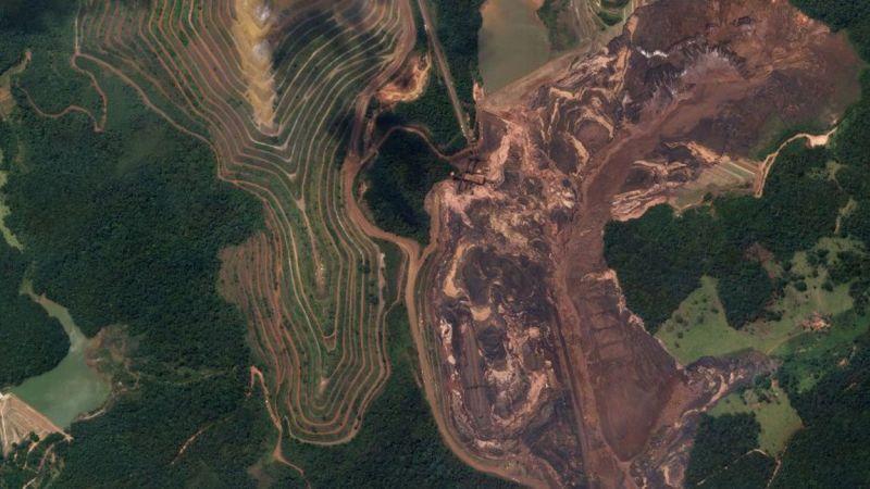 Nach dem Dammbruch von Brumadinho ergießt sich eine Schlammlawine über das Minengelände in Brasilien - mindestens 249 Menschen sterben bei dem Unglück. (Bild: 2019, Planet Labs Inc. All Rights Reserved.)