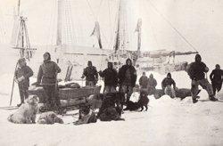 1280px-Nansen_Johansen_depart_14_March_1895_S.jpg