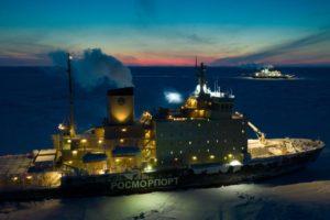 """Die """"Polarstern"""" und ihr Versorgungseisbrecher im arktischen Eis"""