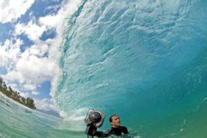 Clark Little mit seiner Kamera im Wasser