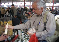 Examining-ivory-figurine-illegally-on-sale_250.jpg