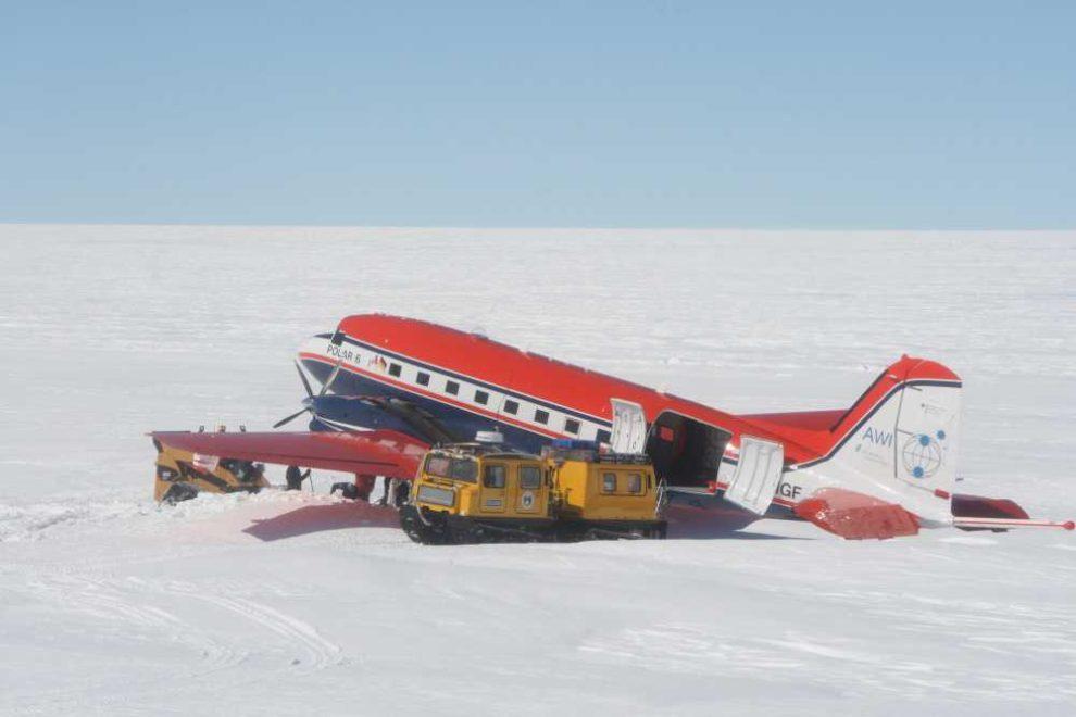 ein Forschungsflugzeug in der Antarktis