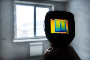 Thermal imaging camera with image of a poorly insulated window