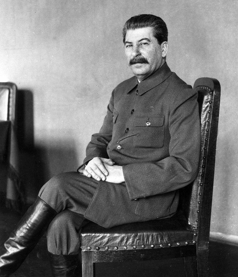 Josef_Stalin_*21.12.1879-05.03.1953+_Politiker,_UdSSR_-_Portraet_-_1932_-_Aufnahme:_James_E._Abbe_-_Originalaufnahme_im_Archiv_von_ullstein_bild