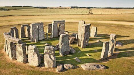 Aerial_view,_Stonehenge,_Wiltshire.