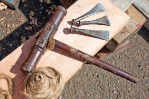 Carpentry_tools_of_a_master_ship_builder,_including_a_caulking_hammer,_caulking_irons_and_oakum_packing