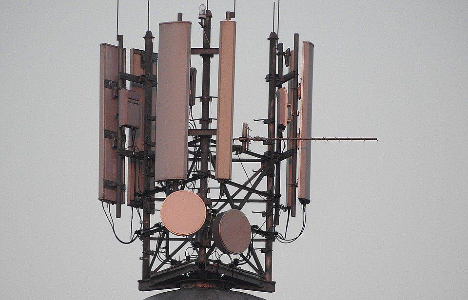 Funkmast mit Antennen