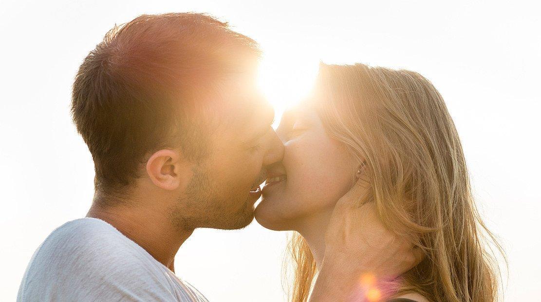 Wie Viele Bakterien überträgt Ein Kuss Wissenschaftde