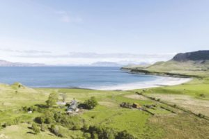 Blick auf den Ort Cleadale auf der schottischen Insel Eigg