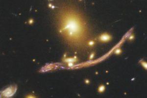 Abell 370: Galaxienhaufen-Gravitationslinse